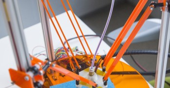 Il construit lui même son imprimante 3D